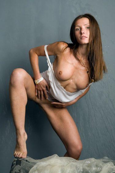 Polinaria A - Photo de femme nue